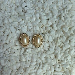 Jewelry - Gold Pearl Stud Earrings 🌵 3 for $15 🌵